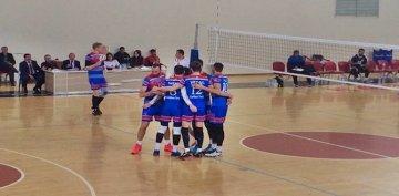 Voleybolda Torul Gençlik 3-0 Galip