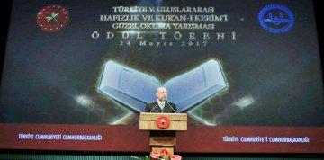 ALLAH'A ŞÜKÜR. KUR'AN'A EV SAHİPLİĞİ YAPAN BİR CUMHURBAŞKANIMIZ VAR