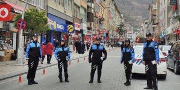 GÜMÜŞHANE'DE TOPLUM DESTEKLİ POLİSLİK ŞUBESİ PERSONELİ HALKI BİLGİLENDİRİYOR