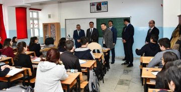 Vali Taşbilek'in okul ziyaretleri eğitimde başarıyı artıracaktır