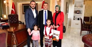 Vali Taşbilek Minik Çevreci Zeynep'i Misafir Etti